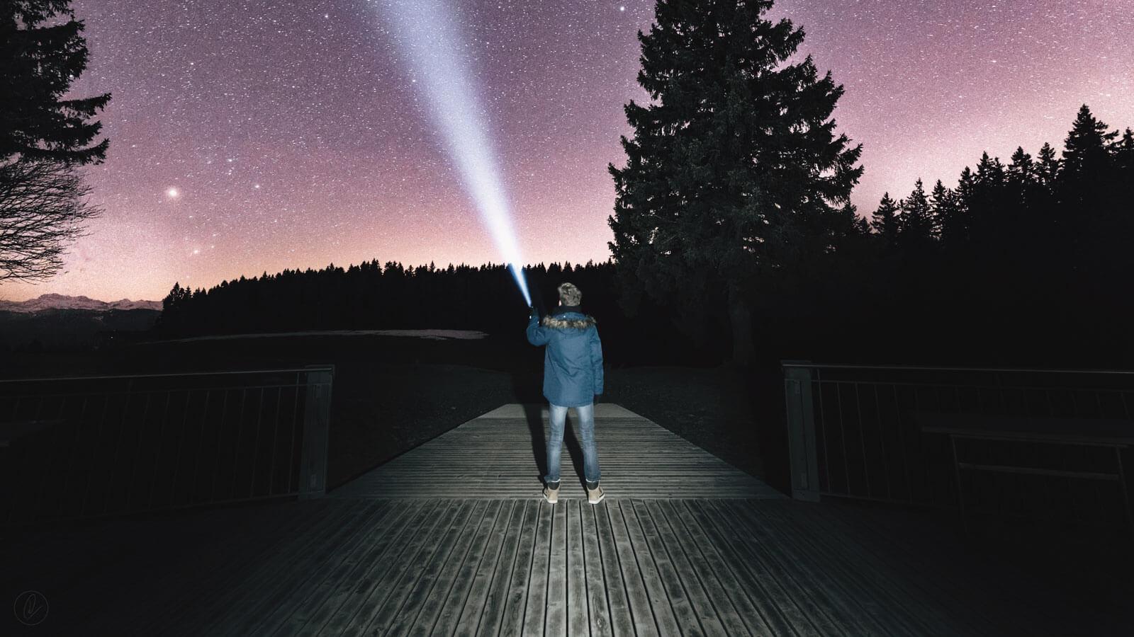 夜空とライト