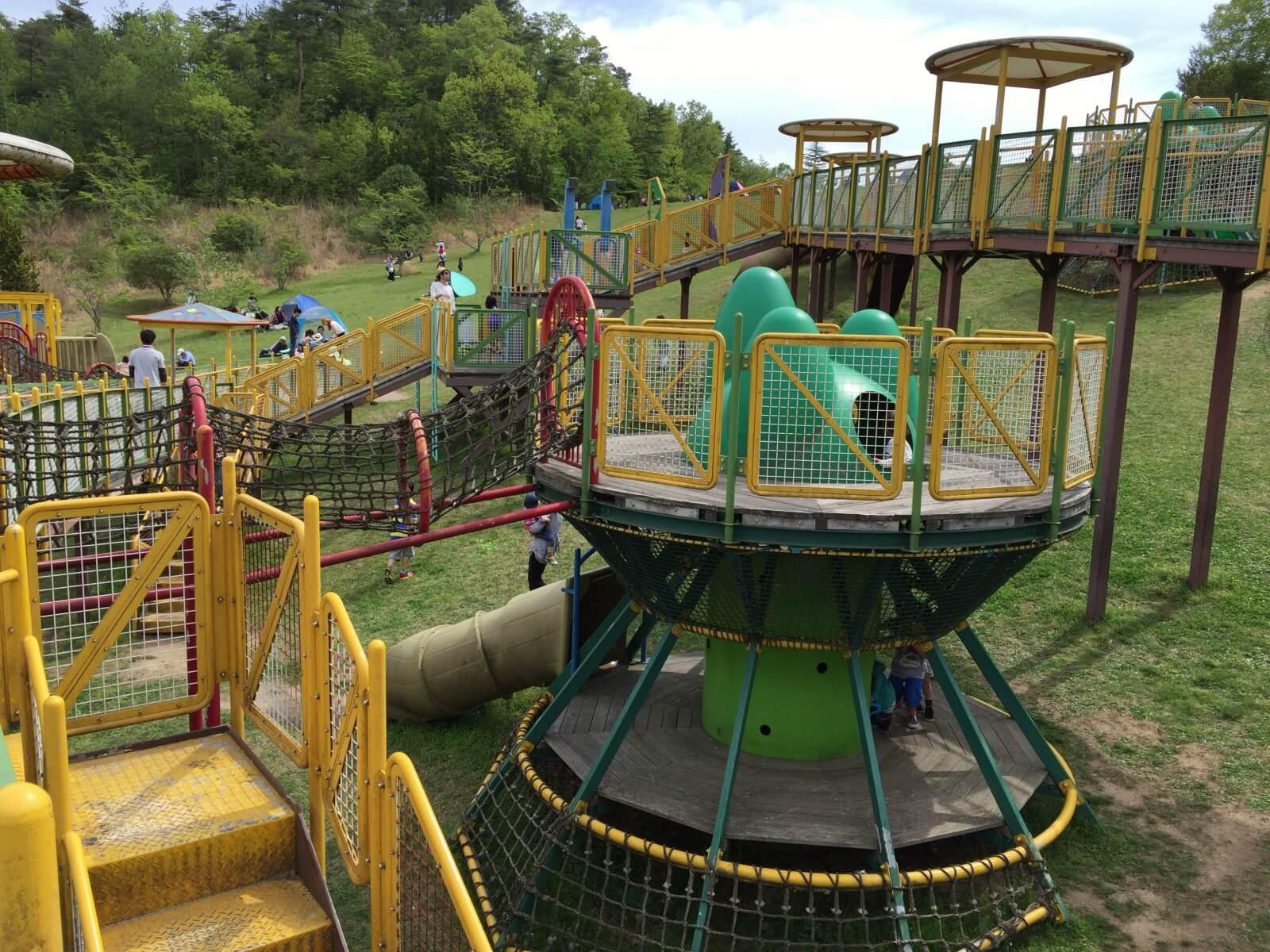 遊具 の ある 公園