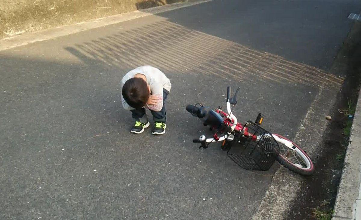 自転車の練習でくじけた子ども
